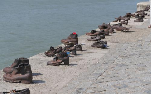 Jewish monument in Budapest with their shoes